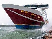 Viking Grace isimli feribot, Baltık Denizi'nde karaya oturdu