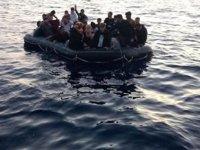 Kanarya Adaları açıklarında göçmenleri taşıyan tekne battı: 8 ölü