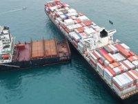 Endonezya'da iki konteyner gemisi çatıştı