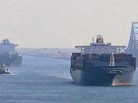 Al Muraykh isimli konteyner gemisi, Süveyş Kanalı'nda karaya oturdu