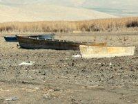 Eber Gölü tekne mezarlığına dönüştü