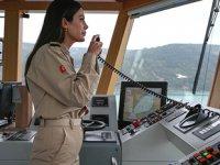 Kıyı Emniyeti'nin ilk kadın römorkör kaptanı dümen başına geçti