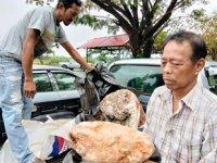 Tayland'da balıkçılar 25 milyon lira değerinde balina kusmuğu buldu