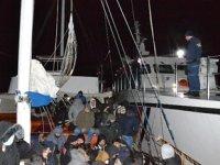 İzmir'de 175 düzensiz göçmen ile 1 göçmen kaçakçısı yakalandı