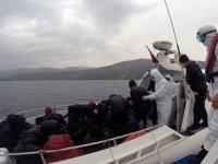 Ayvacık'ta 26 düzensiz göçmen kurtarıldı