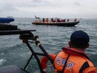 Endonezya'da düşen yolcu uçağı 53 gemi ile aranıyor