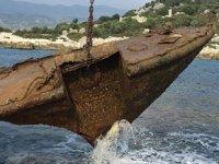 2011'de batan 'Zorbey' isimli gemi, parça parça kesilip su altından çıkartılıyor