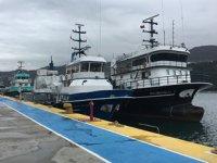 Karadeniz'de balıkçı tekneleri ve yük gemileri limanlara sığındı