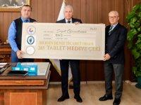 Mersin Deniz Ticaret Odası, öğrencilere 205 adet tablet hediye etti
