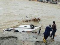 Hatay'da balıkçıların barınağa sığınmasına izin verilmedi! 4 tekne battı, 1 tekne kayıp!