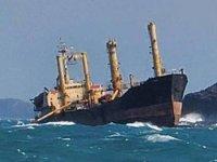 Tayvan Boğazı'nda karaya oturan hayalet gemi gizemini koruyor