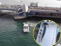 Galata Köprüsü'ndeki denetimde küçük balıklar denize döküldü