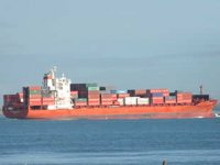 Gine Körfezi'nde saldırıya uğrayan M/V Mozart isimli konteyner gemisi, Gentil Limanı'na demir attı