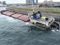 Zeytinburnu'nda karaya oturan gemi kurtarılmayı bekliyor