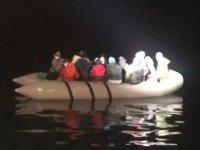Kuşadası Körfezi'nde 16 düzensiz göçmen kurtarıldı