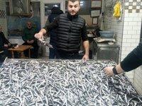 Zonguldak'ta tezgahlar hamsilerle doldu