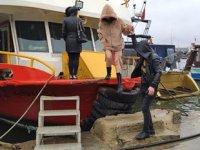 İstanbul'da teknede kaçak partiye polis baskın yaptı