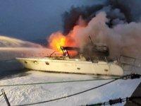 Beşiktaş'ta iki teknede yangın çıktı