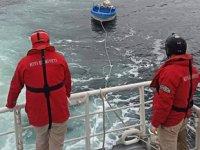 Büyükçekmece'de açıklarındaki başıboş tekne balıkçı barınağına çekildi
