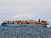 Pasifik'te arızalanan MAERSK Eindhoven gemisi yüzlerce konteynerini denize düşürdü