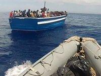 Lampedusa Adası açıklarında düzensiz göçmenleri taşıyan tekne alabora oldu