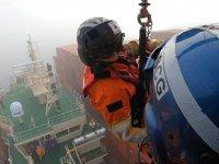 Hyundai Jupiter gemisinin yaralı mürettebatı helikopterle kurtarıldı