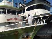 Kandıra'da koronavirüs vakası görülen iki tekne dezenfekte edildi