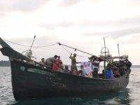 Deniz ortasında mahsur kalan 81 Arakanlı Müslüman kurtarıldı