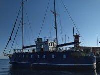 Denizde tekneyle bekleyen organizatörler, Sahil Güvenlik ekiplerinden kaçamadı