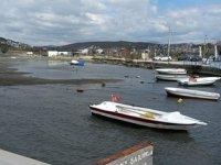 Seferihisar'da sular çekildi, tekneler karaya oturdu