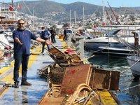 Bodrum'da onlarca şezlong deniz dibinden çıkarıldı
