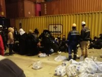 Aliağa'da bir konteyner limanında 55 göçmen havasızlıktan ölmek üzereyken bulundu