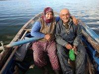 Ekmeklerini balıktan çıkaran Aydınlı çift, 40 yıldır birlikte kürek çekiyor