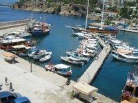 Gezi teknesi sahipleri ile balıkçılar icralık oldu