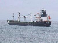 Bozcaada'da karaya oturan gemi kurtarılmayı bekliyor