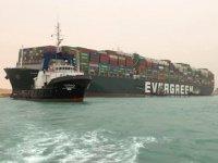 Süveyş Kanalı'nı tıkayan Ever Given'ın sahibi şirket özür diledi
