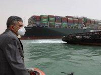 Gemiler, Süveyş Kanalı'nın tıkanmasıyla Ümit Burnu'na yöneldi
