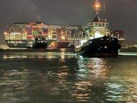 Süveyş Kanalı'nda karaya oturan Ever Given isimli konteyner gemisi yüzdürüldü