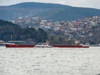 İstanbul Boğazı'nda arızalanan gemi, Ahırkapı'ya çekildi