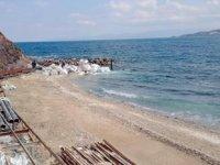 Yalıkavak'ta sahile dökülen malzemeden numune alındı