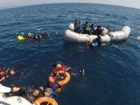 Çanakkale açıklarından ölüme terk edilen 40 düzensiz göçmen kurtarıldı
