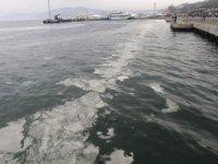 Mudanya'da deniz yüzeyi beyaza büründü