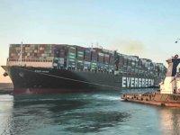 Mısır, Süveyş Kanalı'nı kapatan gemiye el koydu