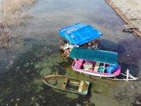 Sapanca Gölü'nde su seviyesi yükseldi, kayıklar sular altında kaldı