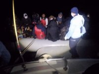 Ayvalık'ta batmak üzere olan bottaki göçmenler kurtarıldı