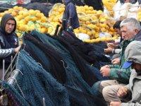 Av sezonu bitti, balıkçılar gelecek sezon için ağları bakıma aldılar