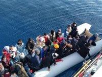 İzmir açıklarında 137 düzensiz göçmen kurtarıldı