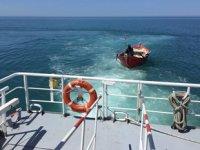 Rize açıklarında sürüklenen tekne kurtarıldı