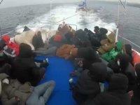 Ayvacık'ta 29 düzensiz göçmen kurtarıldı