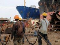 Alang Tersanesi'ndeki gemi söküm faaliyetleri durduruldu